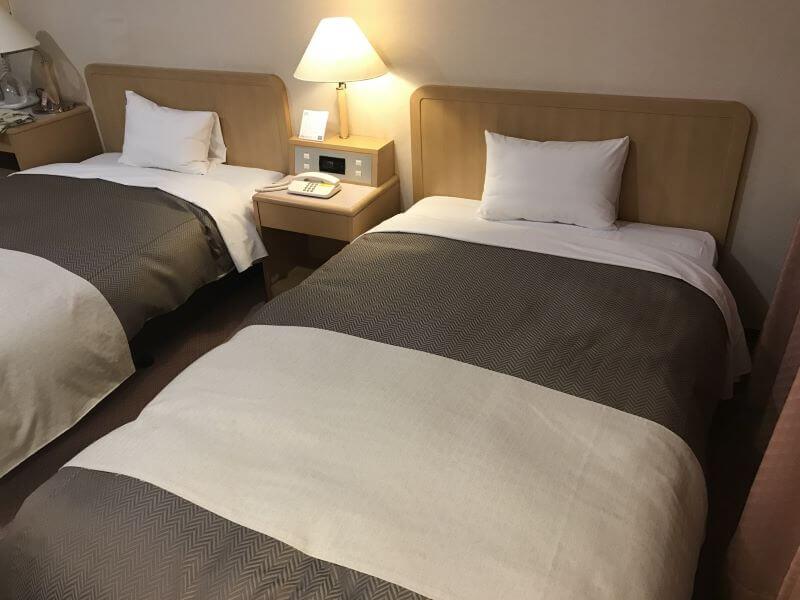 ビジネスホテルの客室